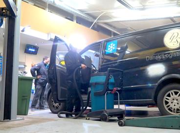 automekaniker i glostup mos autoværksted